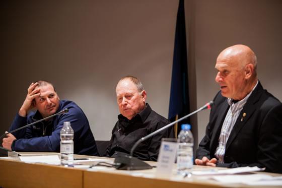 Empezó la conferencia de Renzo, Pep y Pedro, cada uno tomó la palabra tras un video de 5 minutos de uno de los mundiales que habían ganado.