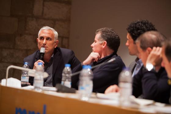 Máxima concentración de los integrantes de la mesa. Era la primera vez que se reunía un panel tan amplio de expertos para debatir sobre la pesca submarina del futuro.